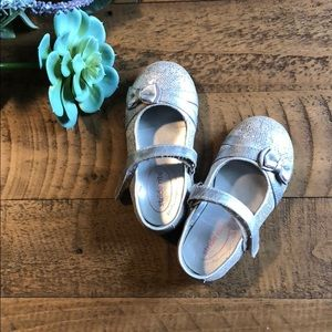 Stride rite silver baby shoes size 5.5